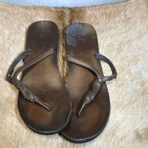 Hollister Co. brown leather flip flops